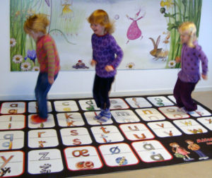 Alfabettæppe i børnehaven